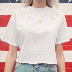 White cropped Alleena Daisy shirt☝️🦋